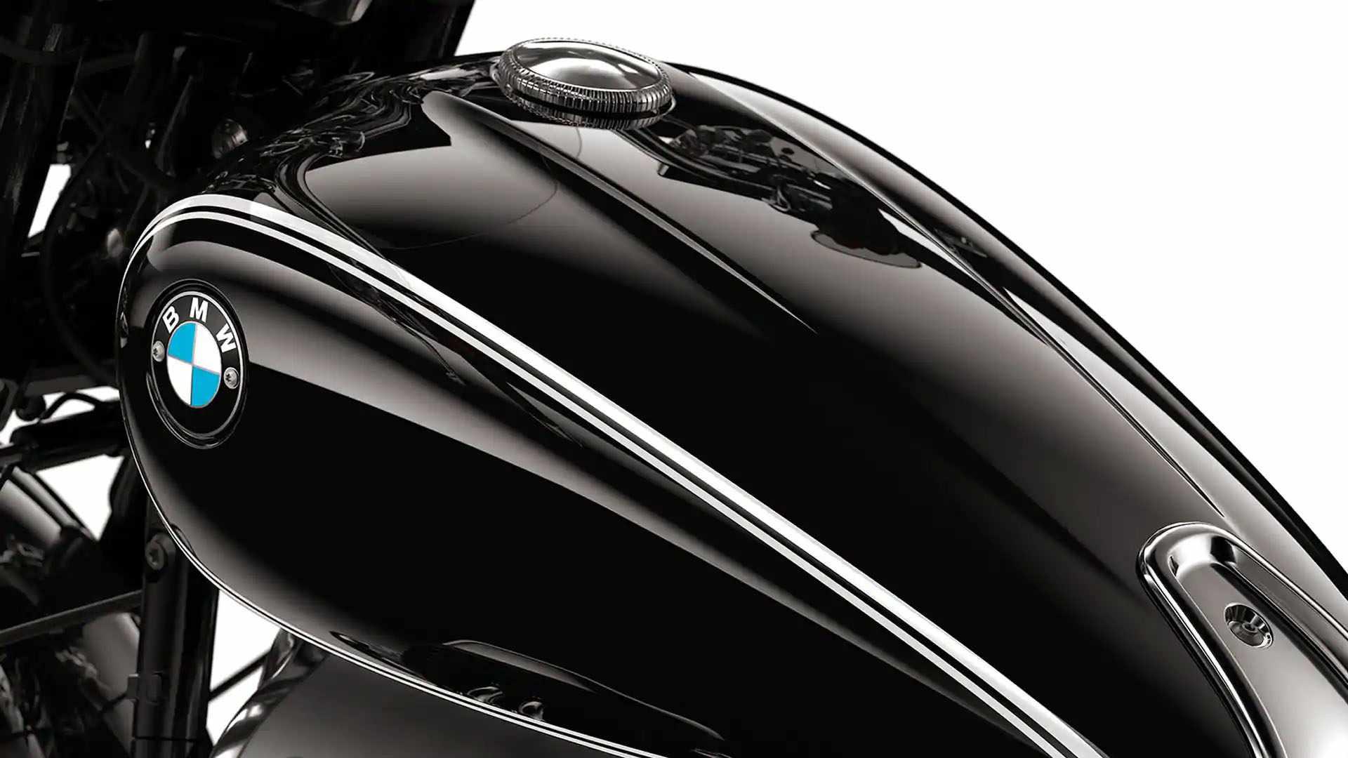 Serbatoio nero con rigatura doppia e logo avvitato